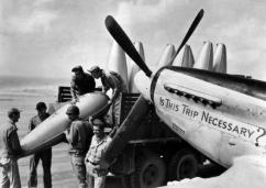 P-51D_72nd_FS_on_Iwo_Jima_1945